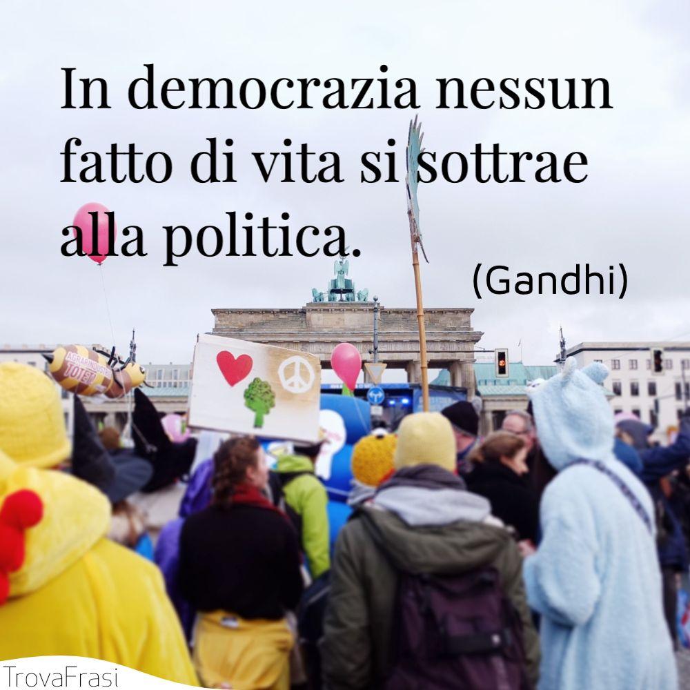 In democrazia nessun fatto di vita si sottrae alla politica.