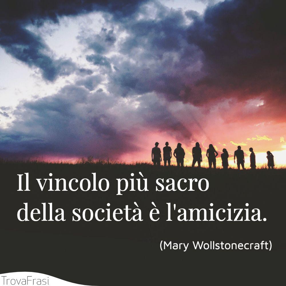 Il vincolo più sacro della società è l'amicizia.