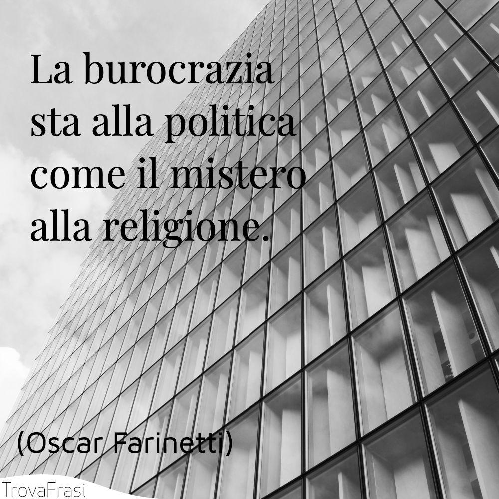 La burocrazia sta alla politica come il mistero alla religione.