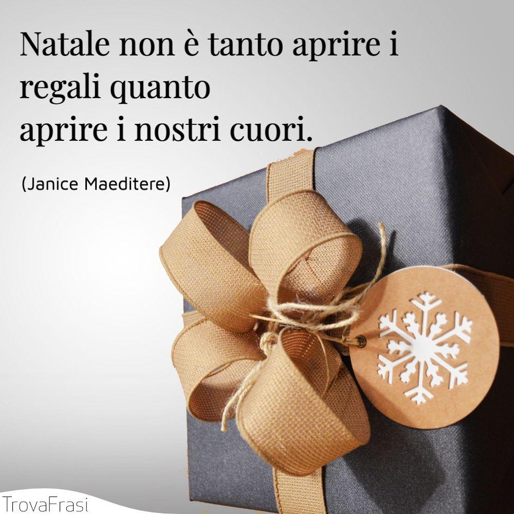 Natale non è tanto aprire i regali quanto aprire i nostri cuori.