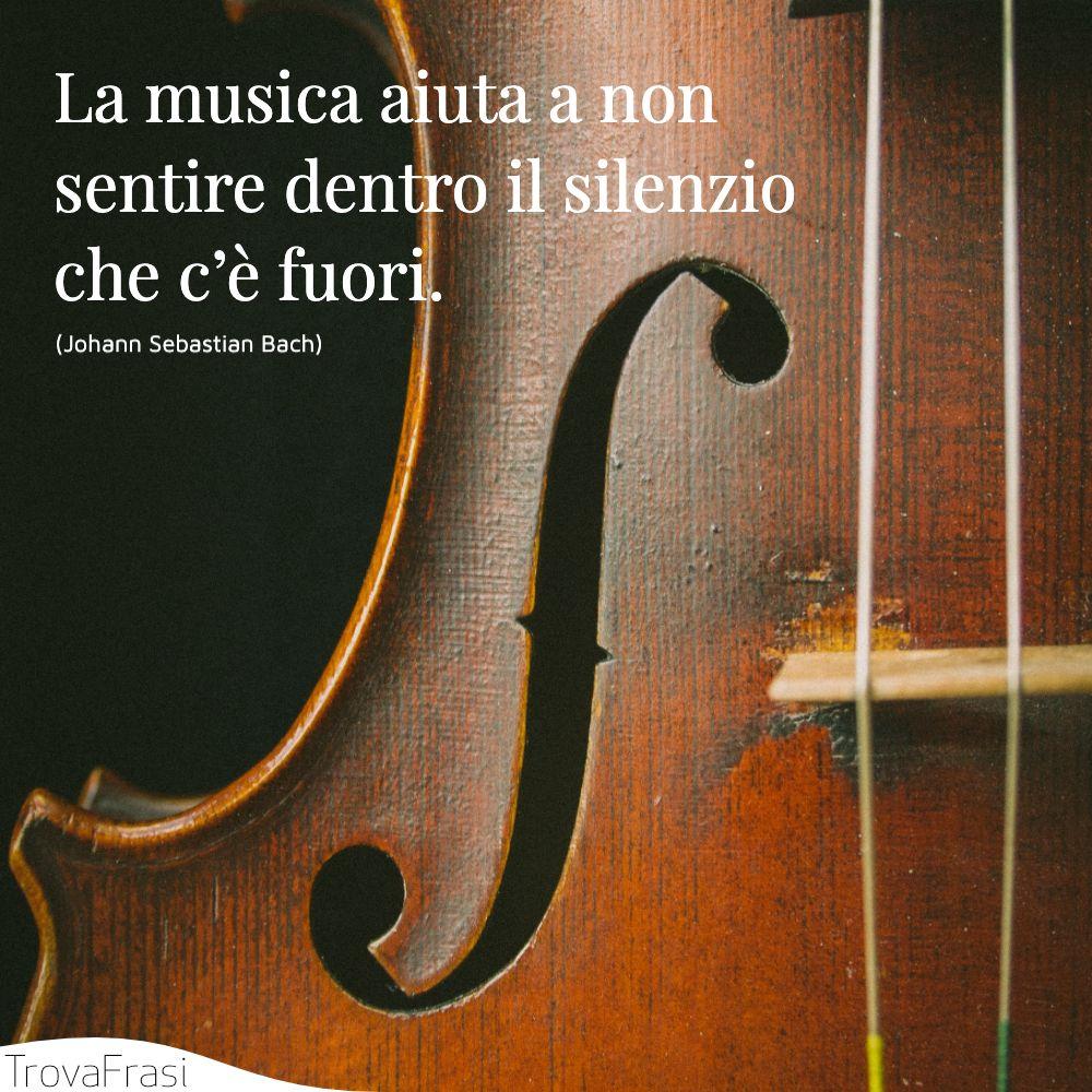La musica aiuta a non sentire dentro il silenzio che c'è fuori.
