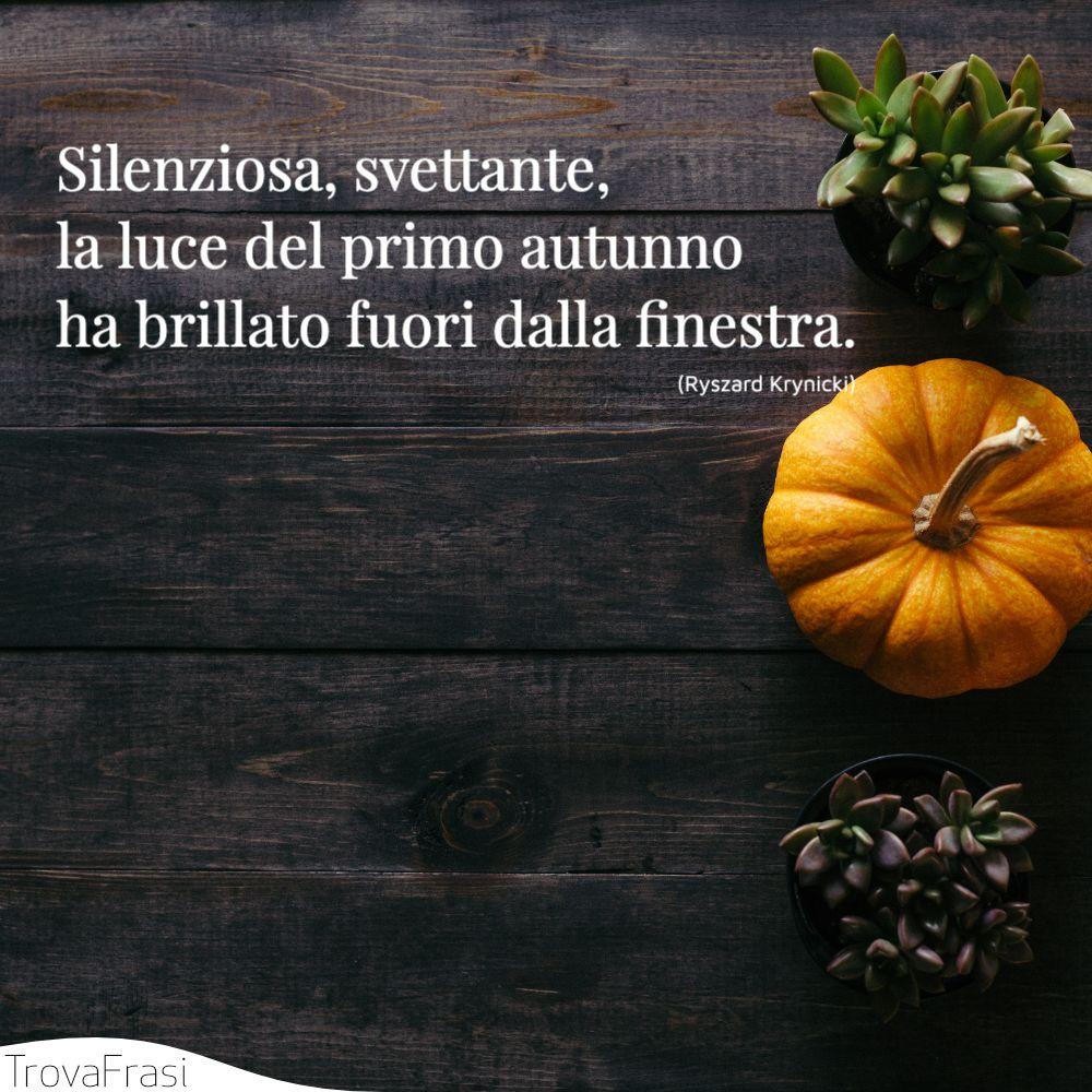 Silenziosa, svettante,la luce del primo autunnoha brillato fuori dalla finestra.