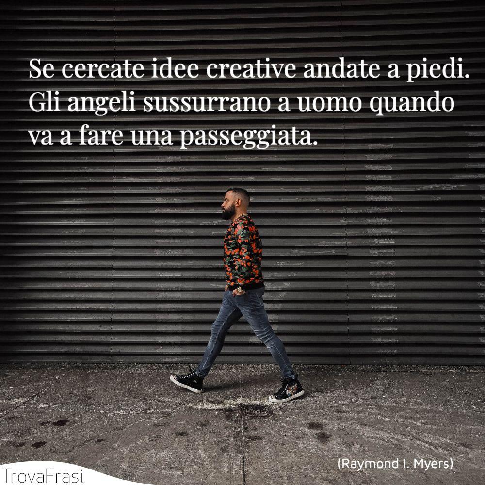Se cercate idee creative andate a piedi. Gli angeli sussurrano a uomo quando va a fare una passeggiata.