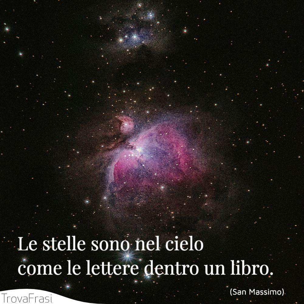 Le stelle sono nel cielo come le lettere dentro un libro.
