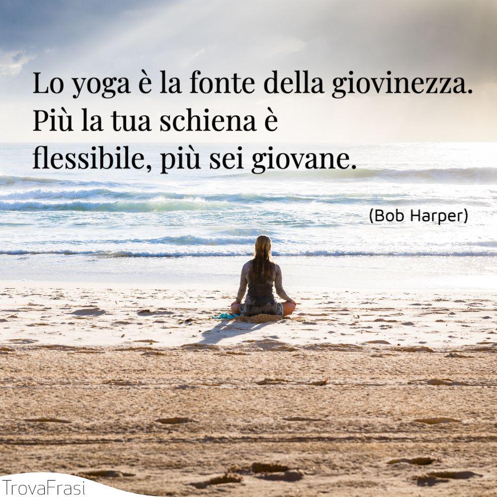 Lo yoga è la fonte della giovinezza. Più la tua schiena è flessibile, più sei giovane.