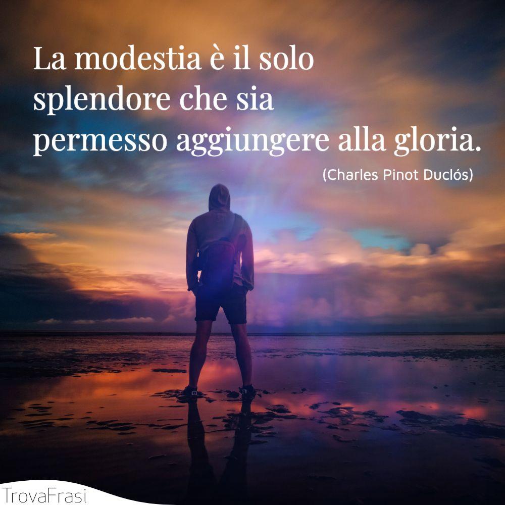 La modestia è il solo splendore che sia permesso aggiungere alla gloria.