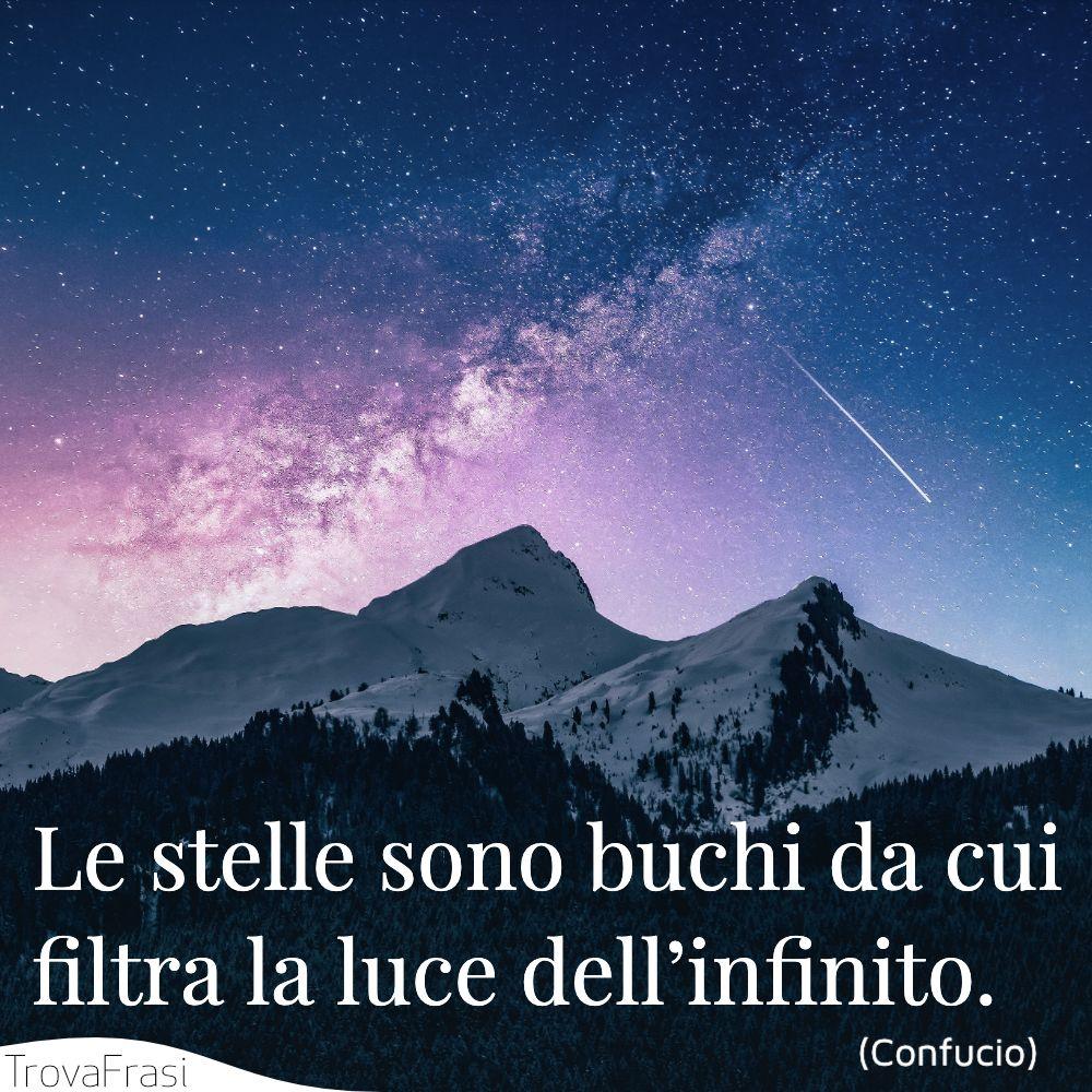 Le stelle sono buchi da cui filtra la luce dell'infinito.