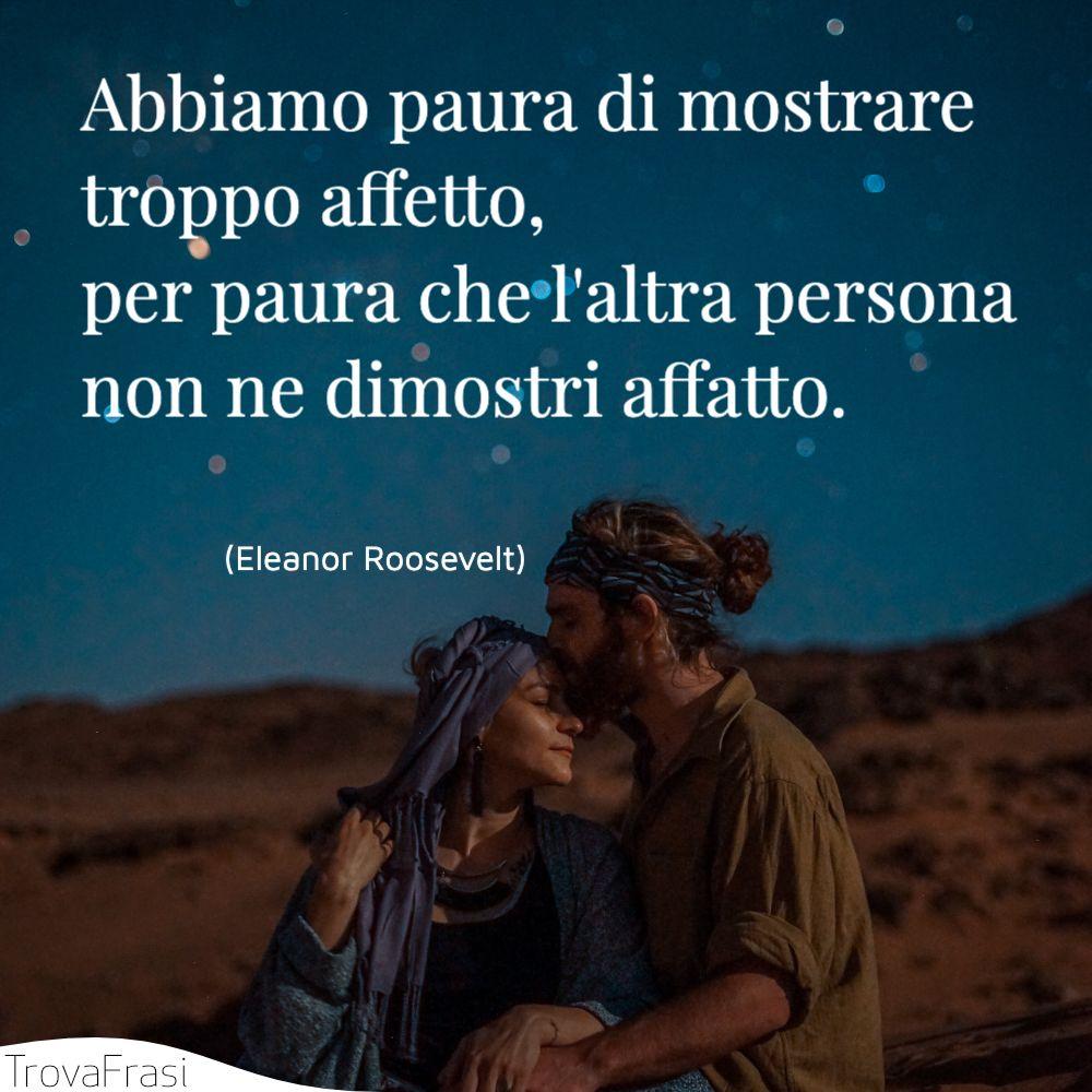 Abbiamo paura di mostrare troppo affetto, per paura che l'altra persona non ne dimostri affatto.