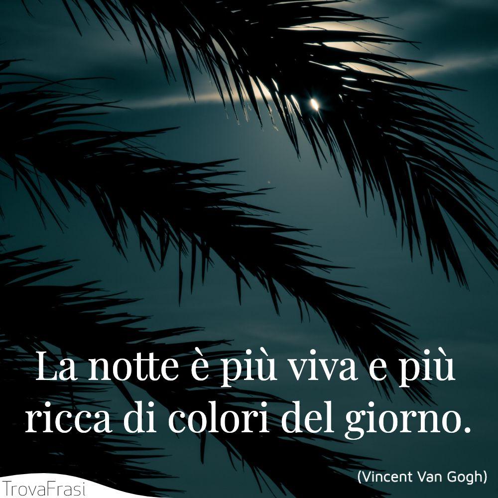 La notte è più viva e più ricca di colori del giorno.
