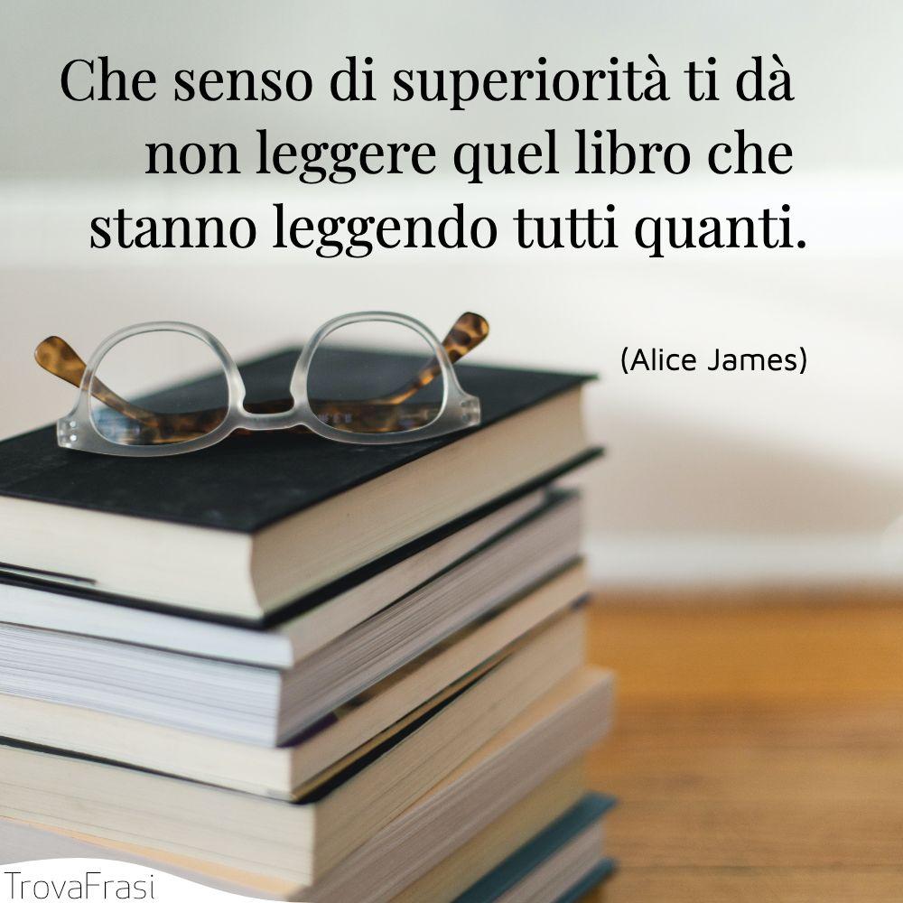 Che senso di superiorità ti dà non leggere quel libro che stanno leggendo tutti quanti.
