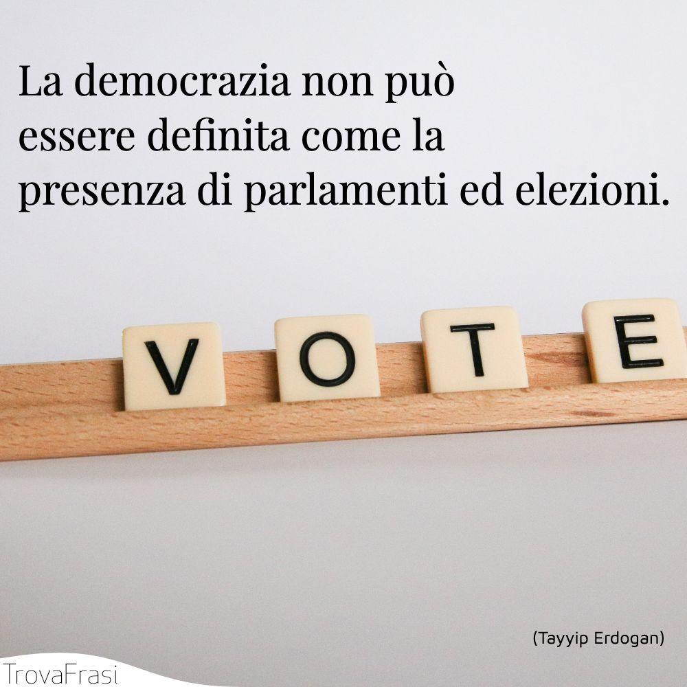 La democrazia non può essere definita come la presenza di parlamenti ed elezioni.