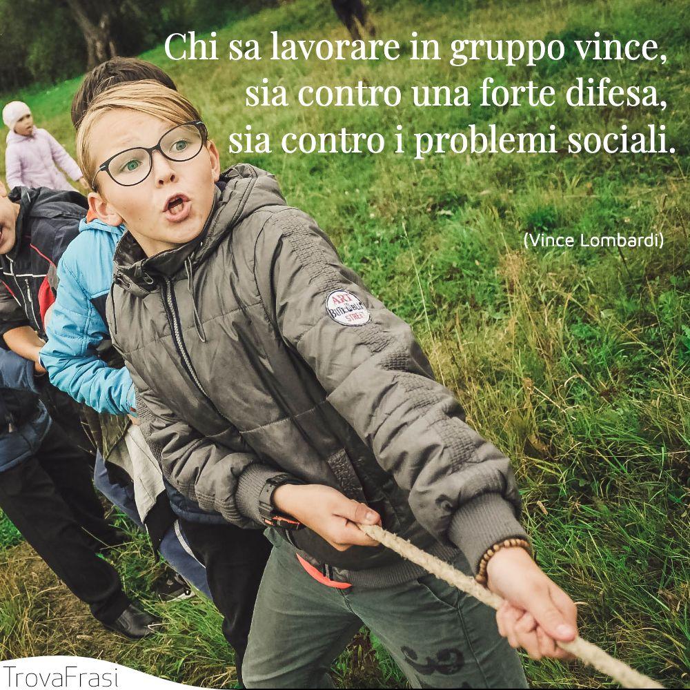 Chi sa lavorare in gruppo vince, sia contro una forte difesa, sia contro i problemi sociali.