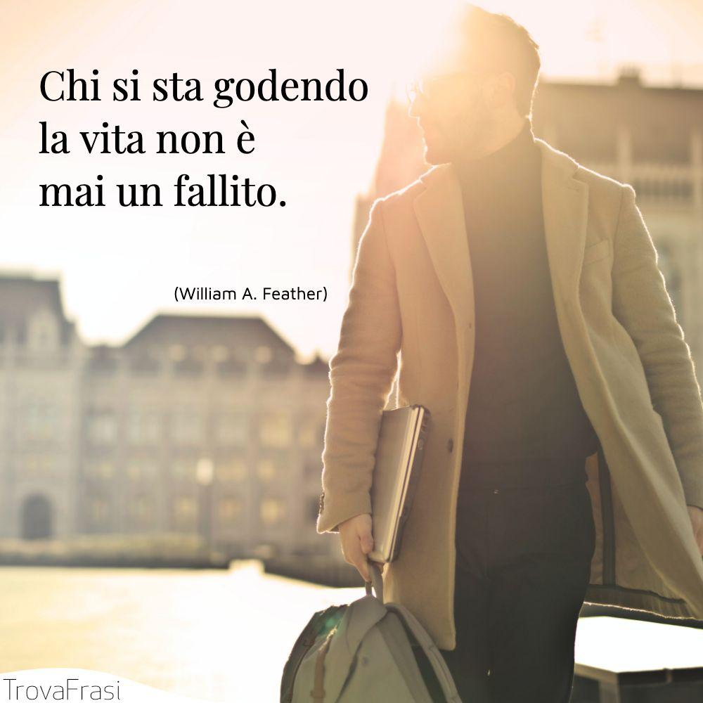 Chi si sta godendo la vita non è mai un fallito.