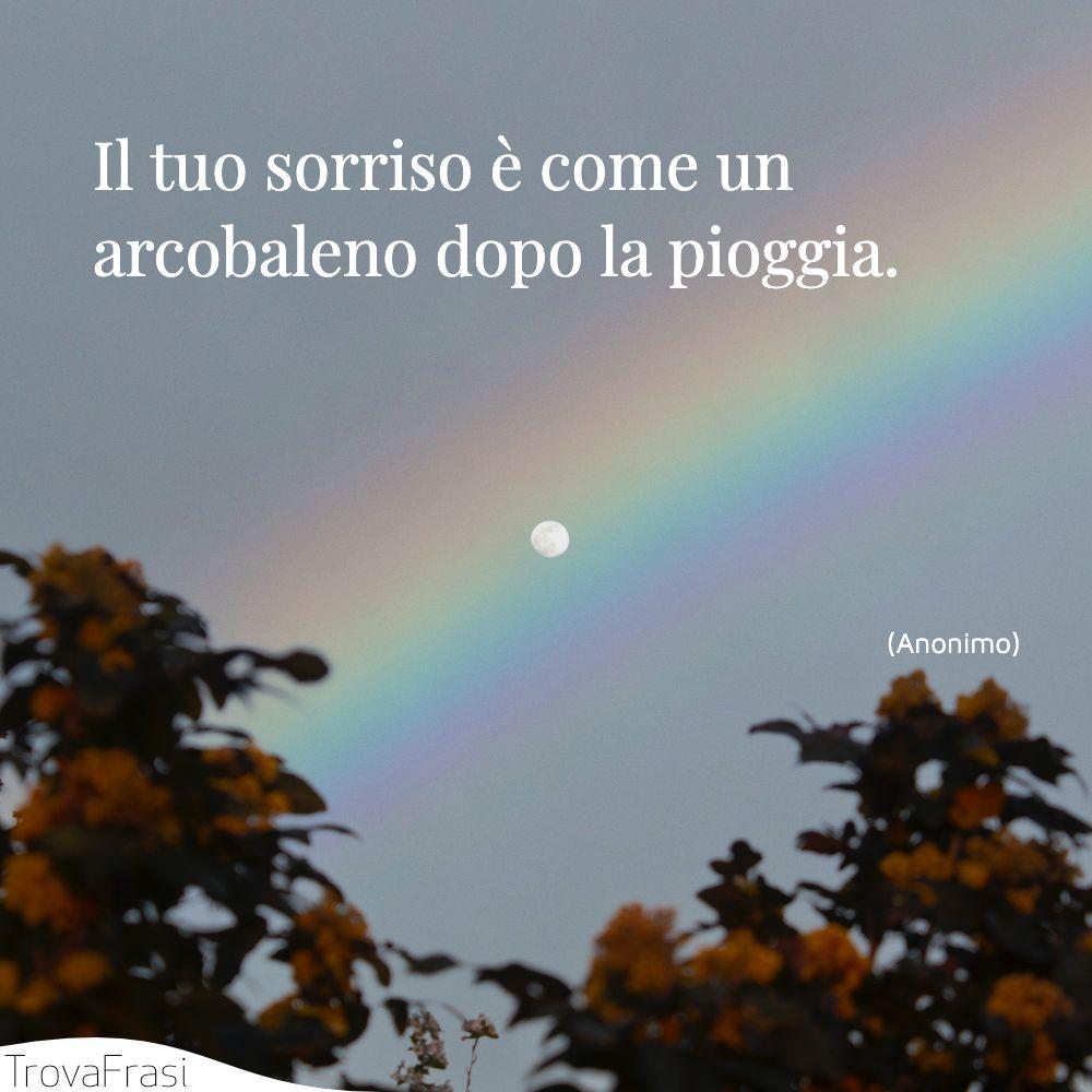 Il tuo sorriso è come un arcobaleno dopo la pioggia.