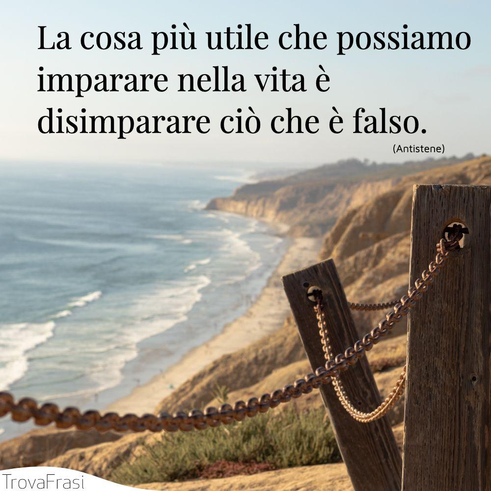La cosa più utile che possiamo imparare nella vita è disimparare ciò che è falso.