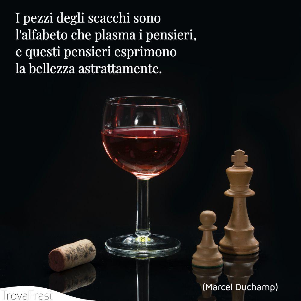 I pezzi degli scacchi sono l'alfabeto che plasma i pensieri, e questi pensieri esprimono la bellezza astrattamente.
